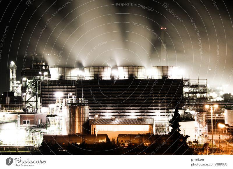 Auspuff Maximal Produktion Schaffung Jahrgang Fabrik Rauch Licht Nacht Langzeitbelichtung Belichtung 4 schwarz Luft Kohlendioxid Umwelt Umweltverschmutzung
