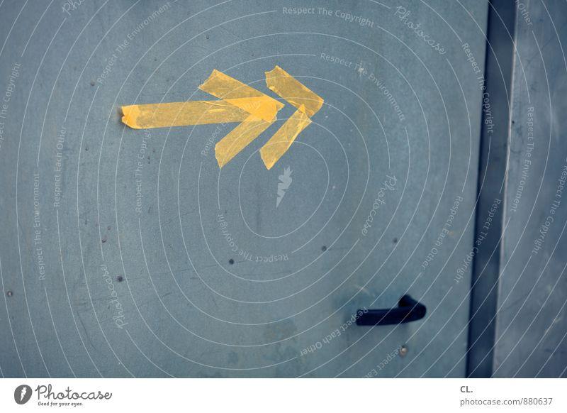 doppelspitze gelb Wege & Pfade Tür Schilder & Markierungen Hinweisschild Zukunft Wandel & Veränderung Zeichen Ziel Pfeil Richtung Griff Warnschild richtungweisend