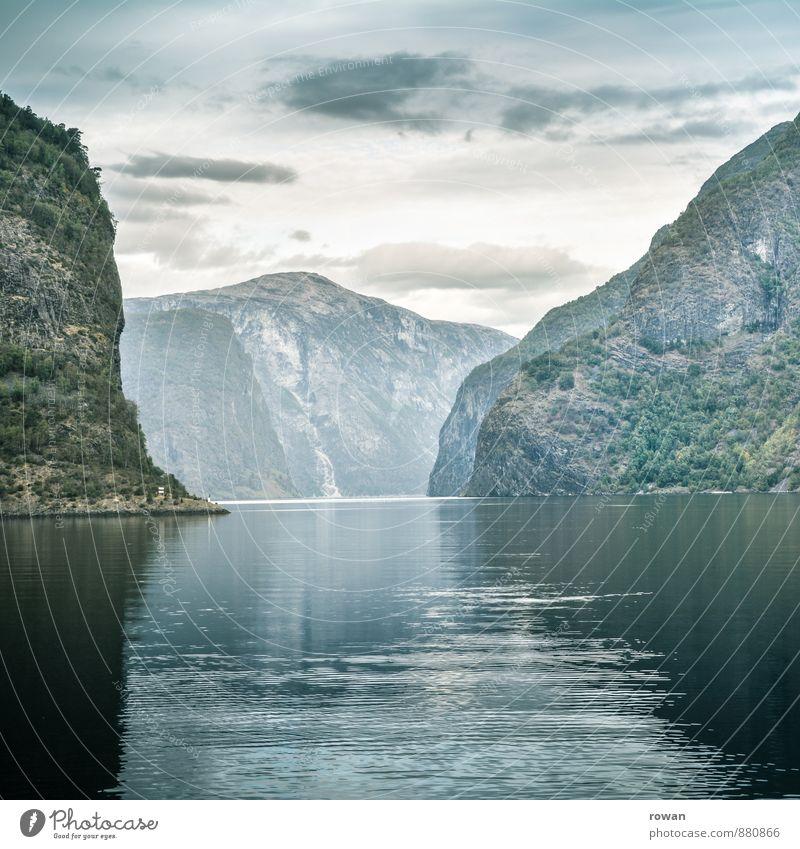 fjord Natur grün Landschaft Umwelt Berge u. Gebirge Felsen Hügel Bucht Norwegen Fjord