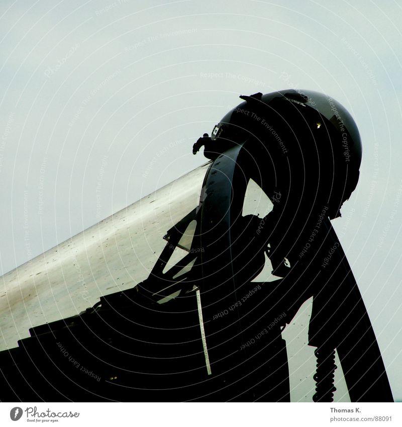 Preflight Flugzeug Luftwaffe Ausstellung Cockpit Luftverkehr flugschow fighterjet jethelm hahnenstall hud Fensterscheibe Düsenflugzeug Gürtel schau