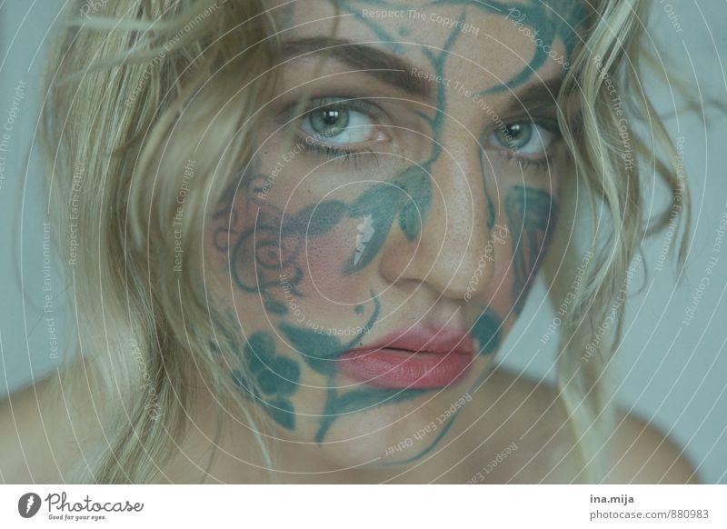 junge Frau mit Gesichtsbemalung Stil Design schön Kosmetik Mensch feminin Junge Frau Jugendliche Erwachsene 1 13-18 Jahre Kind 18-30 Jahre 30-45 Jahre blond