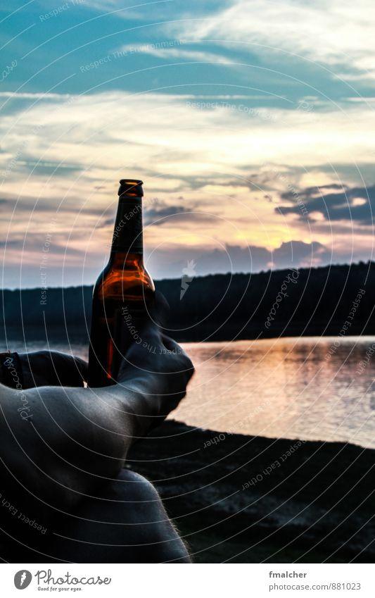 Cold beer on summer lake Bier Flasche Freiheit Sommer Erholung trinken Himmel Sonnenaufgang Sonnenuntergang See sitzen frei Unendlichkeit Wärme Zufriedenheit