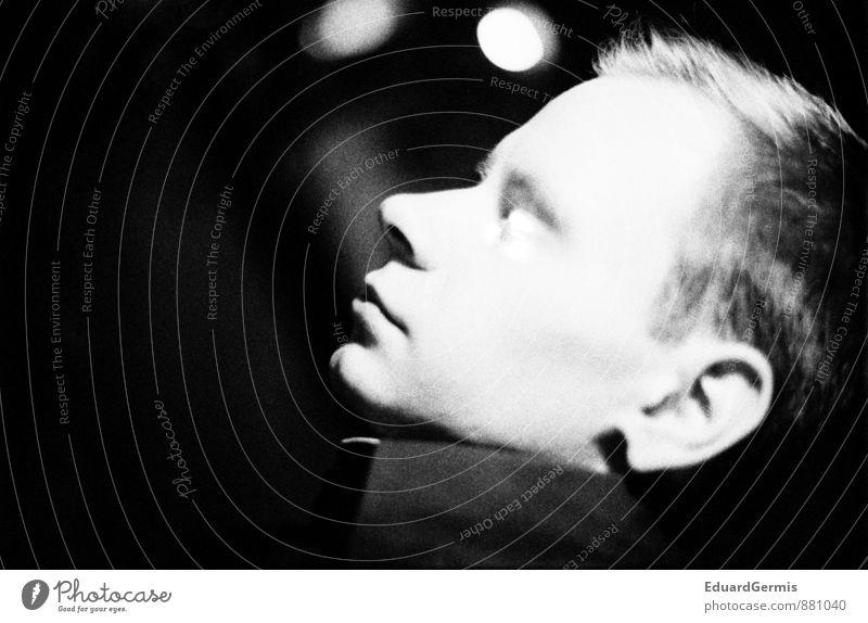 White face at night Mensch maskulin Junger Mann Jugendliche Kopf Gesicht 1 18-30 Jahre Erwachsene Coolness gruselig Mut Verschwiegenheit ruhig