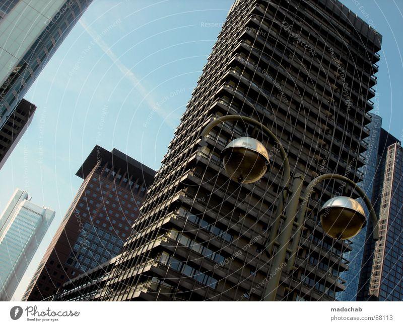 THE CITY IS WATCHING Himmel Stadt blau Wolken Haus Fenster Leben Architektur Gebäude Freiheit fliegen Business oben Arbeit & Erwerbstätigkeit Wohnung Design