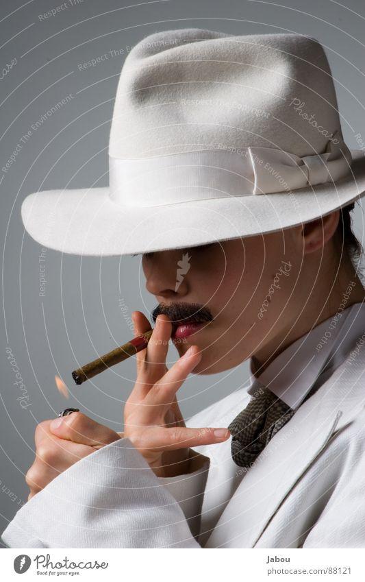 Relight my fire! Damenbart Stil Porträt Mensch Freak Frau Rauchen besonnen Oberlippenbart lichtvoll farbneutral lässig Gelassenheit kalt beweglich Ruhe bewahren