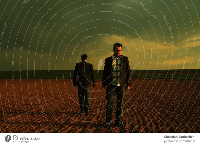 LEAVING ALONE gehen Feld Wiese Horizont Sonnenuntergang Mann Himmel Einsamkeit Schatten christian Pink Floyd