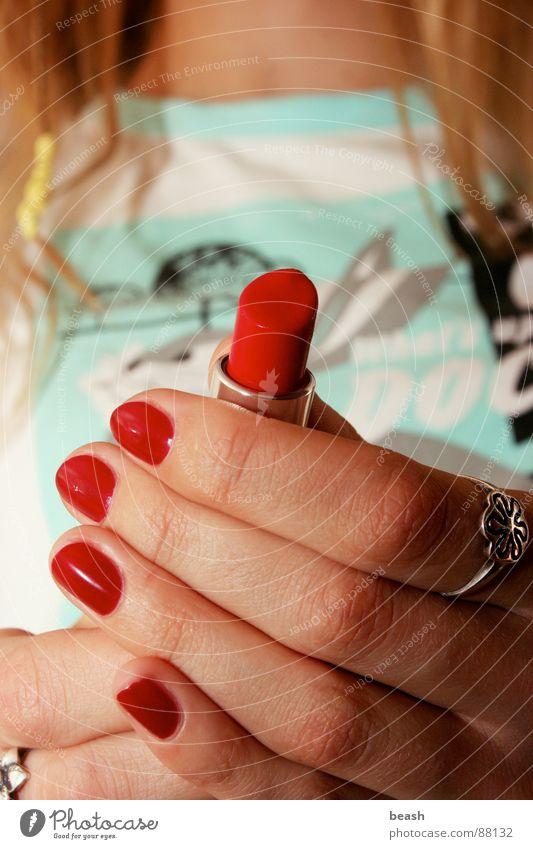 lipstick Innenaufnahme blond schön flashlight lip rouge red hands raspberry-red