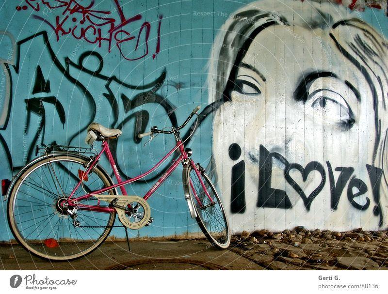 I love babe Ferien & Urlaub & Reisen weiß Freude Gesicht Erholung Liebe Auge Graffiti Wand Wege & Pfade Stein braun Fahrrad rosa Freizeit & Hobby Bodenbelag