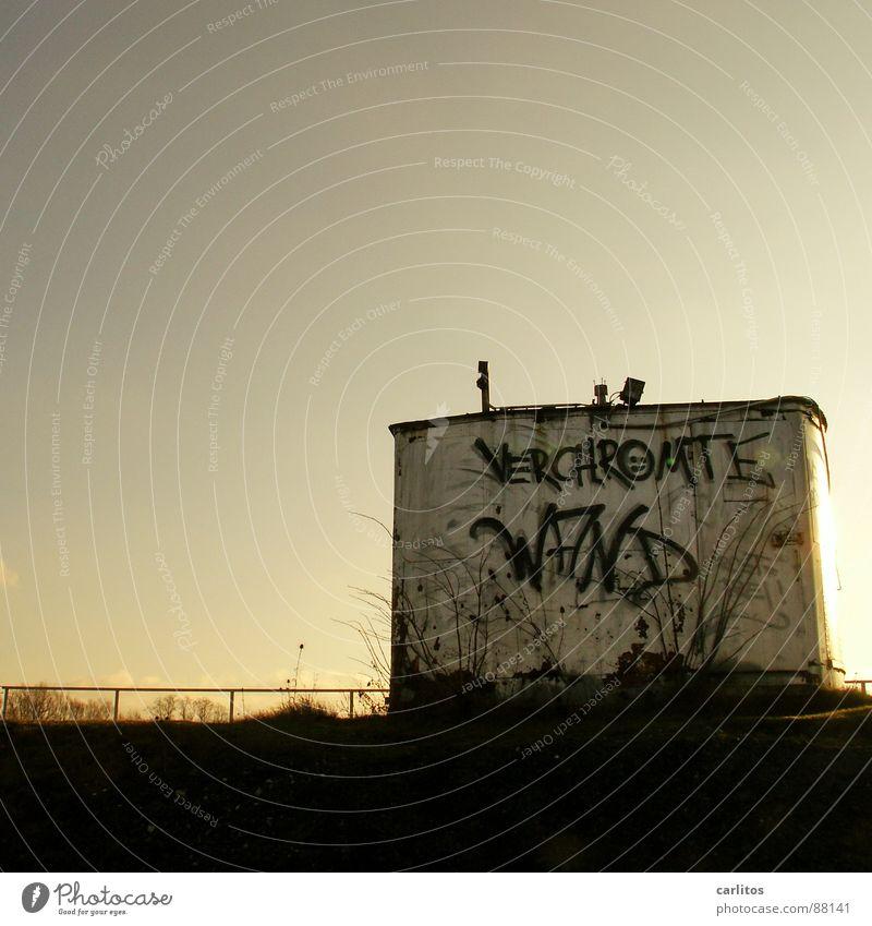 Verchromte Wand .... Graffiti kaputt Industrie Baustelle Vergänglichkeit Verfall Chrom Spray gestört Wandmalereien Tagger Farbdose Subvention Produktionsstätte Kiesgrube Sprühdose