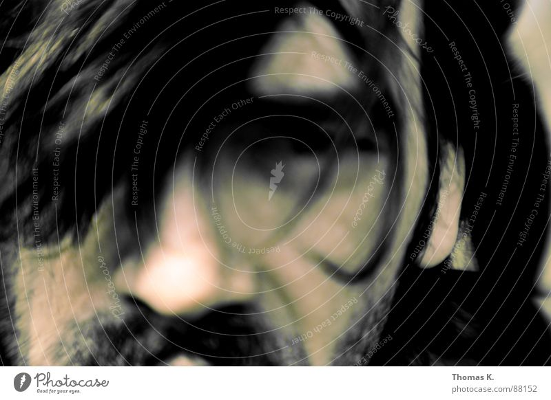 Die Stille vor der Schlacht. Porträt Selbstportrait Fantasygeschichte ruhig Bart ungenau Unschärfe vage obskur unklar schweigen Konzentration Mann lensbaby