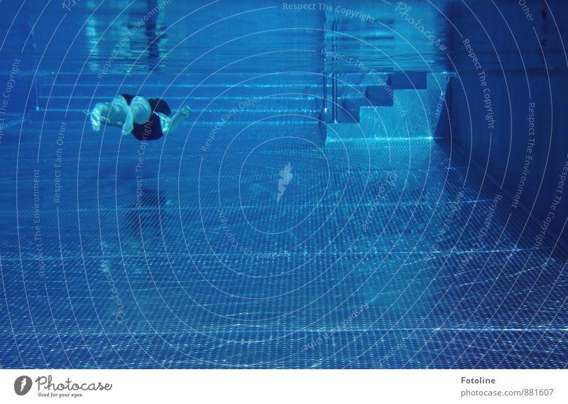 unter Wasser Mensch Kind Mädchen Kindheit Jugendliche Körper Arme Hand Beine Fuß 1 Urelemente sportlich Coolness kalt nass blau Schwimmbad tauchen