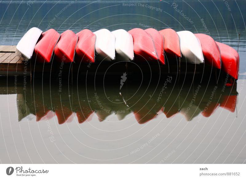 Gruppenfeeling | Feierabend Wasser See Wasserfahrzeug viele Kanu Kanadier Paddeln Kajak Im Wasser treiben Außenaufnahme Menschenleer Textfreiraum unten Tag