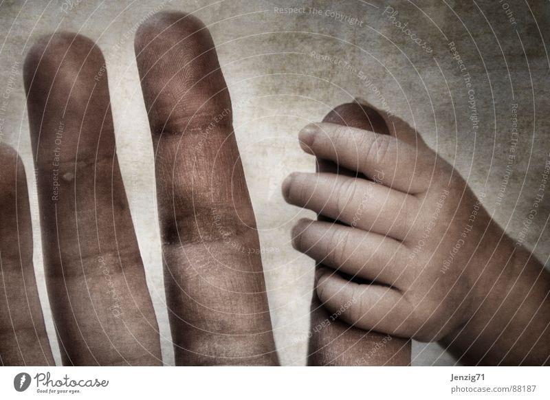 Halt. Kind Hand Baby Finger Sicherheit fangen festhalten Kleinkind Geborgenheit Griff