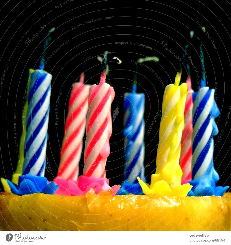 apfelkuchen blau rot Freude gelb Party Feste & Feiern Geburtstag Kerze Gastronomie Apfel Kuchen blasen Jubiläum Backwaren Wachs Kerzendocht