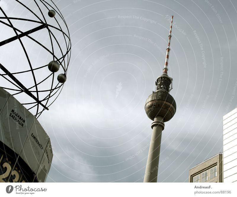 Kamtschatka vs. Berlin Deutschland Zeit Turm Uhr Denkmal Verkehrswege DDR Wahrzeichen Berlin-Mitte Berliner Fernsehturm Hauptstadt Alexanderplatz 23