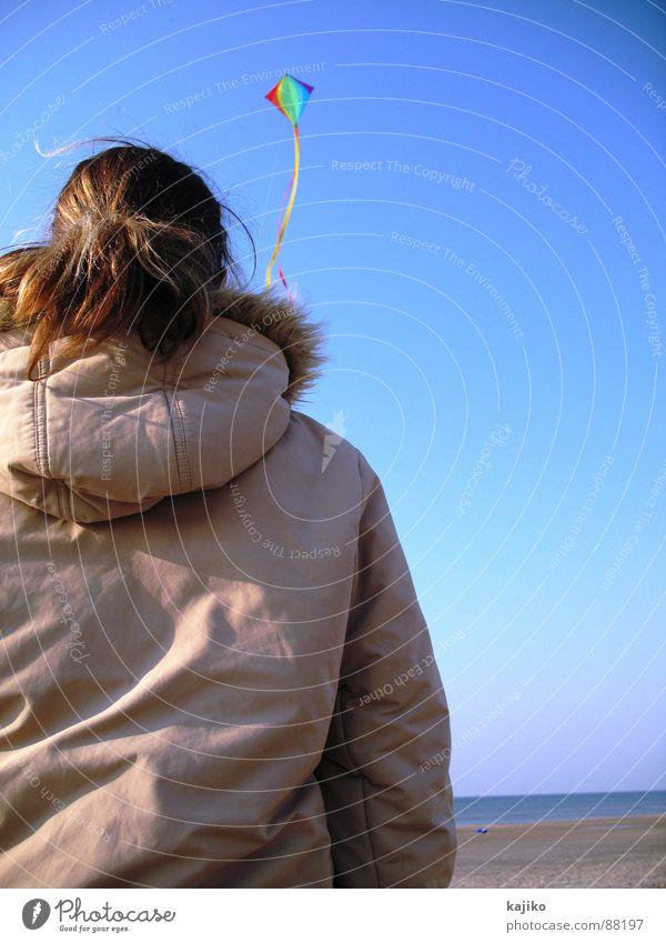 at Liver A 01 Frau mehrfarbig Strand Meer aufsteigen Küste Herbst Freude Freizeit & Hobby Drache Himmel Ferne blau Wasser Sand Schönes Wetter fliegen Wind Sea