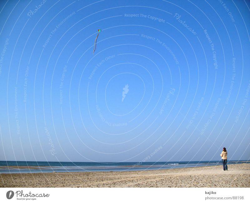 at Liver A 02 Frau Strand Meer aufsteigen frei Herbst Küste Freude Freizeit & Hobby Drache fliegen Himmel Schönes Wetter blau Wasser Freiheit Lönstrup Sea Sand