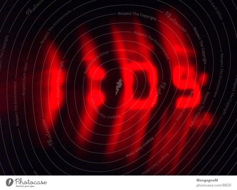 1:05 Uhr rot Technik & Technologie Ziffern & Zahlen Anzeige Wecker Elektrisches Gerät Digitaluhr