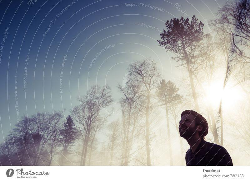 aha-effekt Mensch maskulin Junger Mann Jugendliche Erwachsene 1 Umwelt Natur Sonne Sonnenlicht Schönes Wetter Nebel Baum Wald Hut Dreitagebart Blick blenden