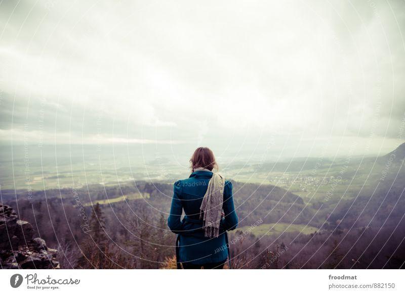 Rückblick Mensch Frau Himmel Natur Jugendliche Junge Frau Einsamkeit Landschaft Umwelt kalt Erwachsene Berge u. Gebirge Herbst feminin Horizont träumen