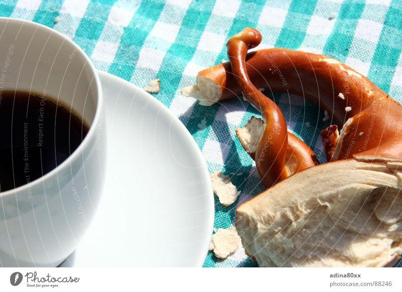 Vesperpause II Brezel Espresso Frühstück Gastronomie Appetit & Hunger satt Mittagspause Pause Teller Tisch Café Ernährung Backwaren gebacken Kaffee Tischwäsche