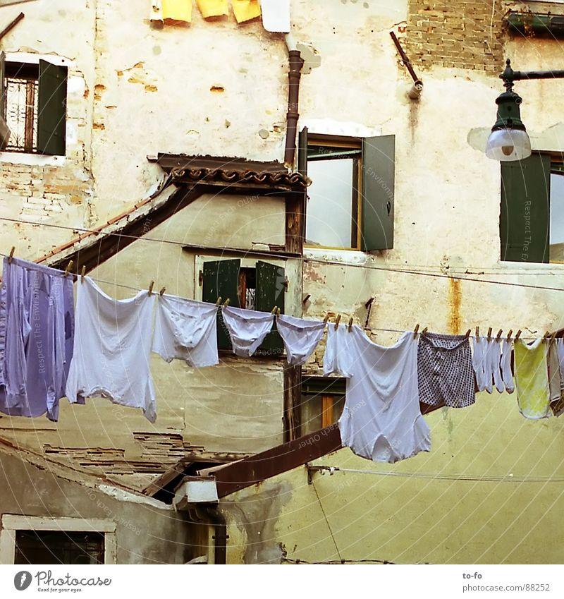 Wäsche Stadt Ferien & Urlaub & Reisen Fenster Fassade Ecke Italien eng Wäsche Haushalt Süden Wäscheleine Waschtag