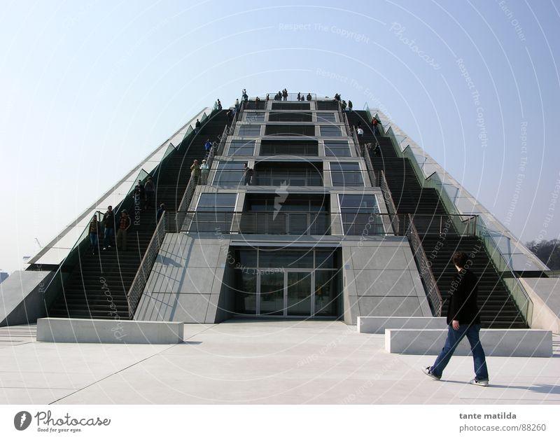 hamburger hafen Fluchtpunkt gehen Architektur Hamburg Hafen modern Treppe Himmel blau