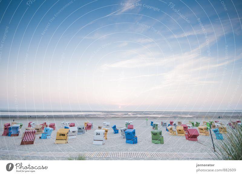 Farbenspiel am Strand Umwelt Natur Landschaft Wasser Himmel Wolken Sonnenaufgang Sonnenuntergang Sommer Stimmung Zufriedenheit Strandkorb Steg Wattenmeer