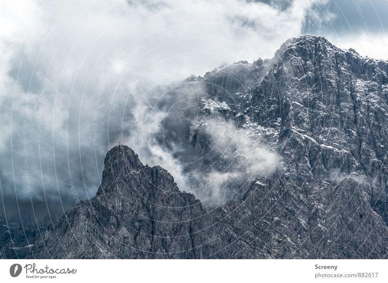 Bedrohlich Ferien & Urlaub & Reisen Tourismus Ausflug Abenteuer Freiheit Berge u. Gebirge wandern Natur Landschaft Wolken Wetter schlechtes Wetter Felsen Alpen
