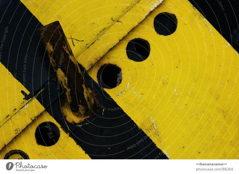 Industrial Warning schwarz gelb Metall Industrie Baustelle Winterthur Träger