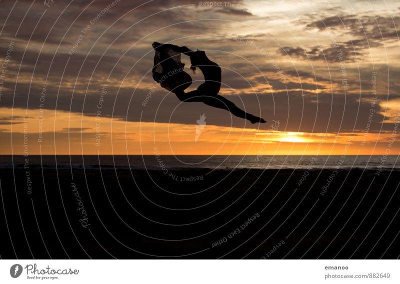 sunset dance Lifestyle Stil Freude Ferien & Urlaub & Reisen Ferne Freiheit Sommer Sommerurlaub Strand Meer Sport Tanzen Mensch feminin Junge Frau Jugendliche