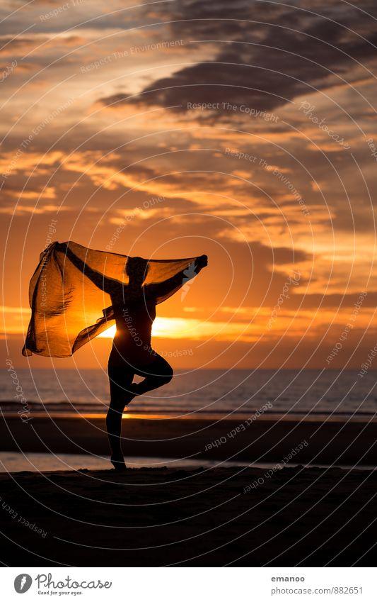 silhouette sunset dance Lifestyle Stil Freude Wohlgefühl Zufriedenheit Freizeit & Hobby Ferien & Urlaub & Reisen Ferne Freiheit Sommer Sommerurlaub Sonne Strand