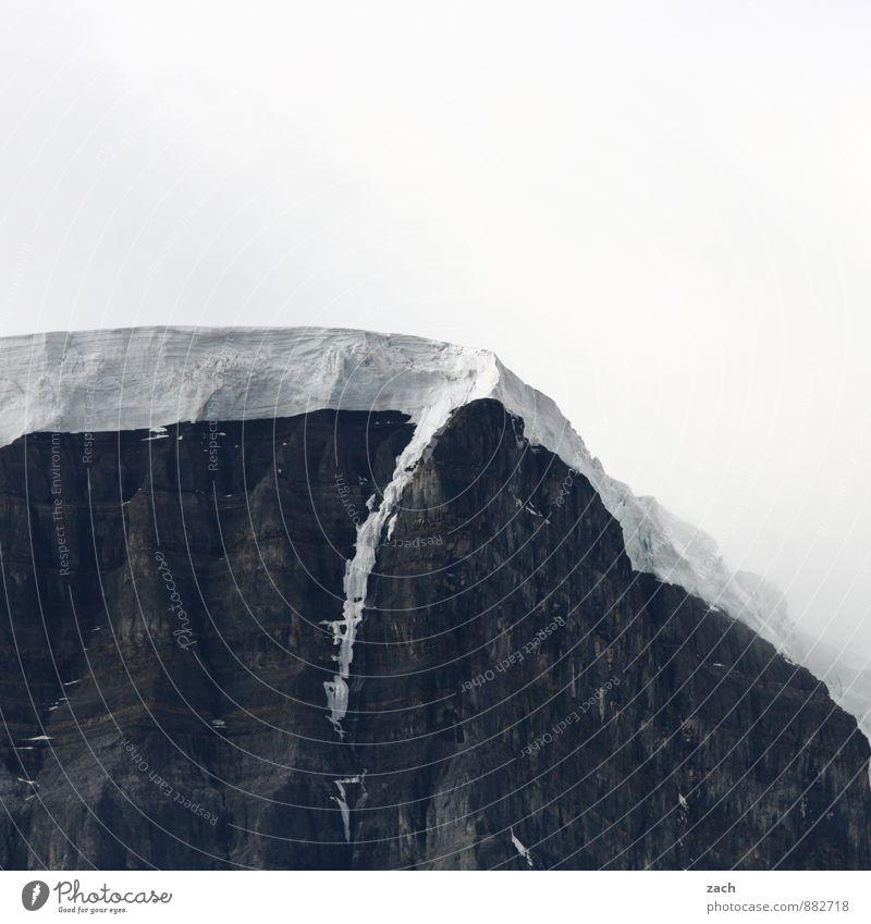 mit Sahnehaube Abenteuer Ferne Natur Landschaft Urelemente Wolken Winter Eis Frost Schnee Felsen Berge u. Gebirge Rocky Mountains Gipfel Schneebedeckte Gipfel