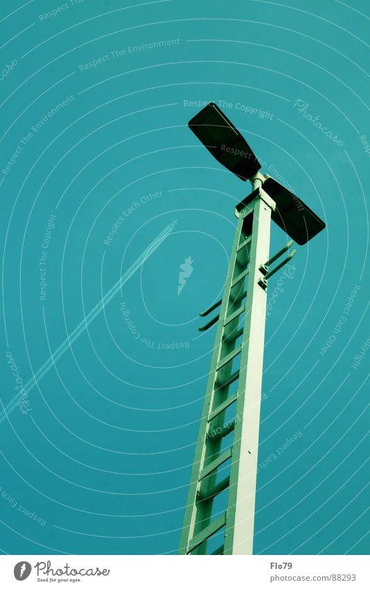 Achtung Laterne! Himmel Sommer Einsamkeit Farbe Graffiti oben Wärme Metall Lampe hell Beleuchtung hoch Flugzeug Industrie Physik