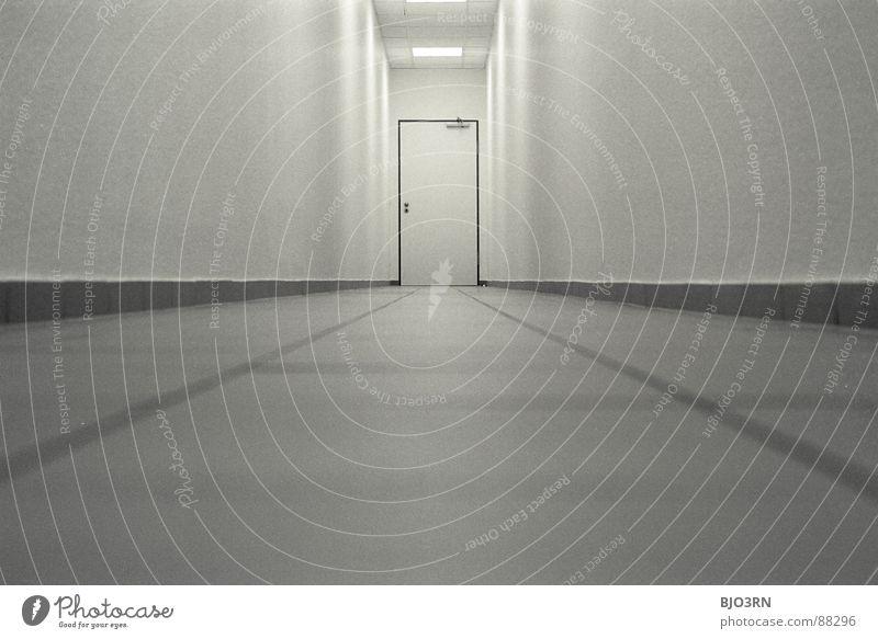 nochmal beim chef antanzen... Farbe dunkel Wand Gefühle Büro Linie Architektur Tür Horizont hoch Perspektive trist Bodenbelag bedrohlich Ziel lang