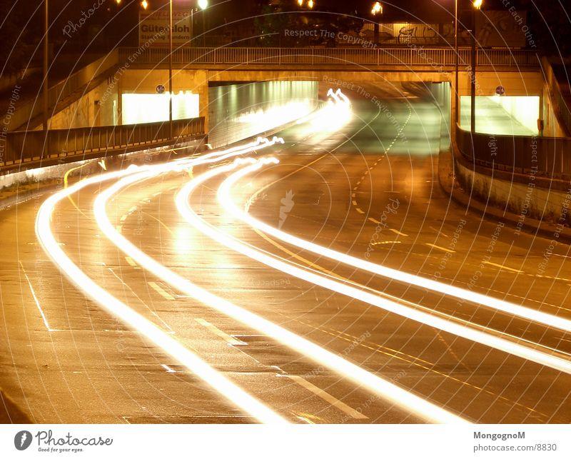Autotunnel II Tunnel Nacht Licht Geschwindigkeit Fahrbahn Langzeitbelichtung Brücke Straße