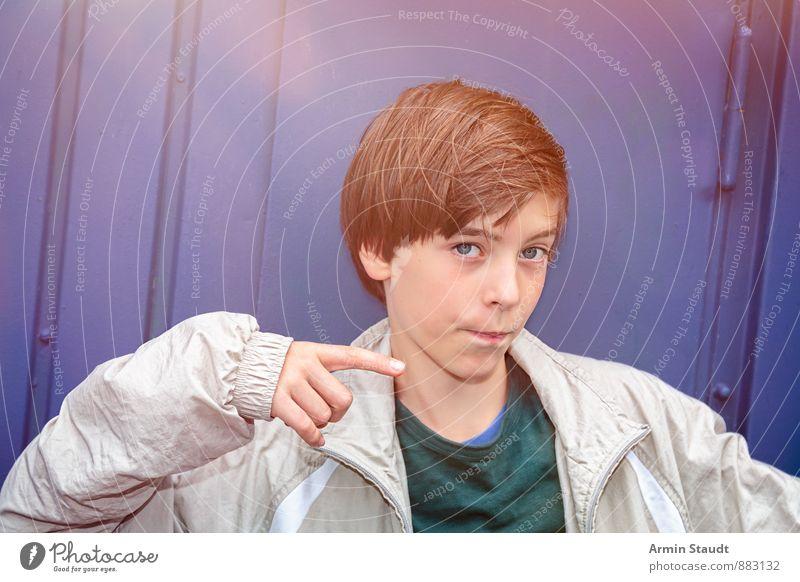 Da lang Mensch Kind Jugendliche blau schön Hand Wand Innenarchitektur Mauer Stil maskulin Lifestyle 13-18 Jahre Finger Coolness einzigartig
