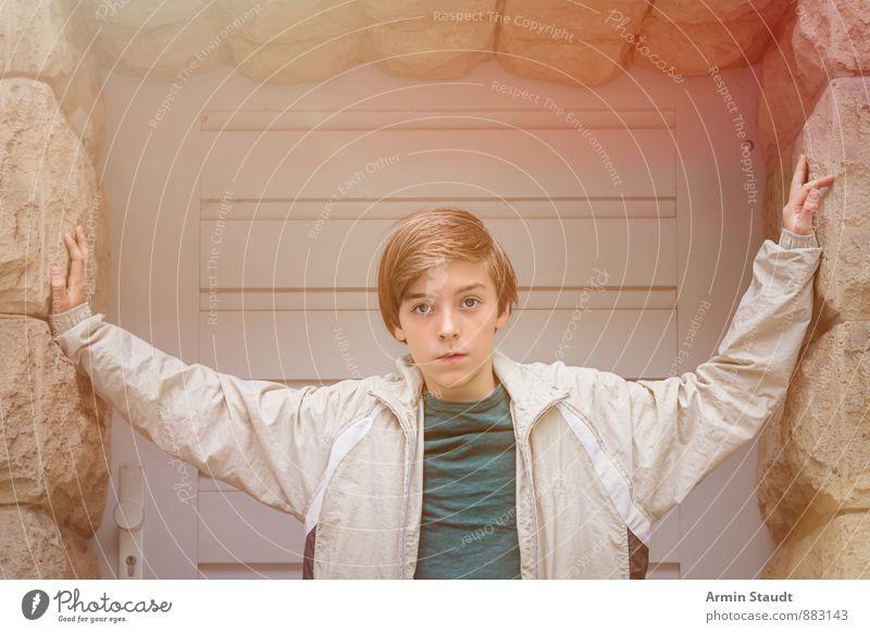 Hübsch Mensch Kind Jugendliche schön ruhig Wand natürlich Mauer Stimmung maskulin Lifestyle Tür 13-18 Jahre stehen Coolness berühren