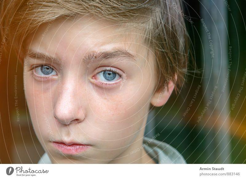 Porträt Lifestyle Mensch maskulin Jugendliche Gesicht 1 13-18 Jahre Kind brünett Coolness authentisch schön einzigartig Gefühle Traurigkeit Sorge Erwartung