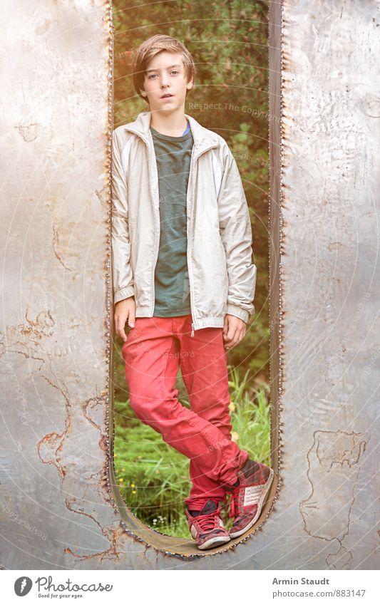 U Lifestyle Mensch maskulin Jugendliche 1 13-18 Jahre Kind Skulptur Frühling Sommer Park Jacke brünett Metall Zeichen Schriftzeichen stehen Coolness einzigartig