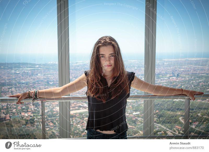Barcelona und Ich Lifestyle Leben Ferien & Urlaub & Reisen Tourismus Sommerurlaub Mensch feminin Frau Erwachsene Jugendliche 1 13-18 Jahre Kind Stadt Skyline
