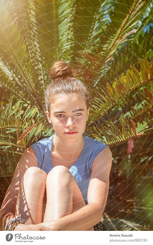 Pfau/In Mensch Frau Kind Natur Ferien & Urlaub & Reisen Jugendliche Pflanze schön Sommer Baum Erwachsene Leben feminin natürlich Gesundheit Garten