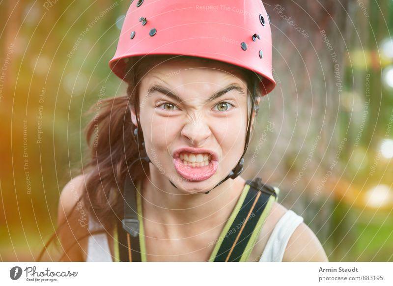 Wütende Bergsteigerin Mensch Frau Kind Natur Jugendliche schön grün rot Erwachsene Gefühle feminin sprechen Sport Kopf Freizeit & Hobby Lifestyle