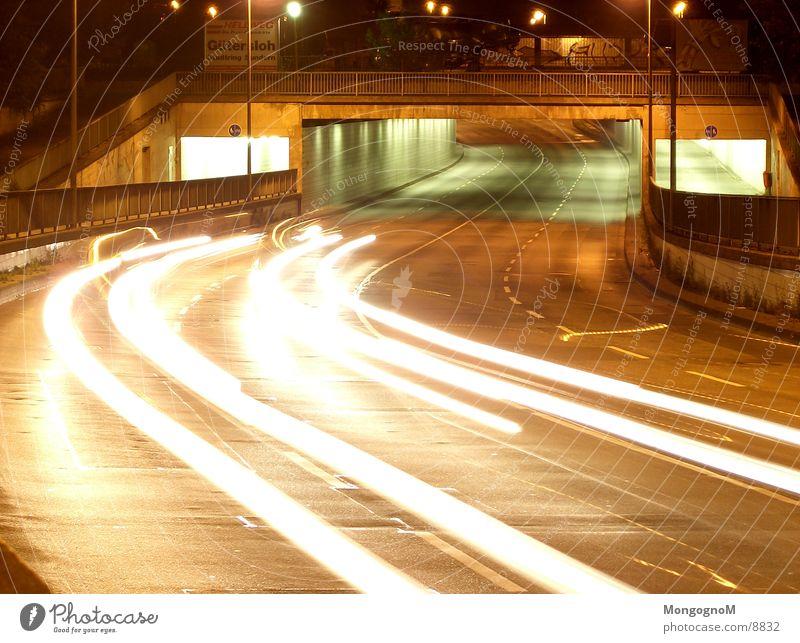 Autotunnel bei Nacht Tunnel Licht Geschwindigkeit Fahrbahn Langzeitbelichtung Brücke Straße