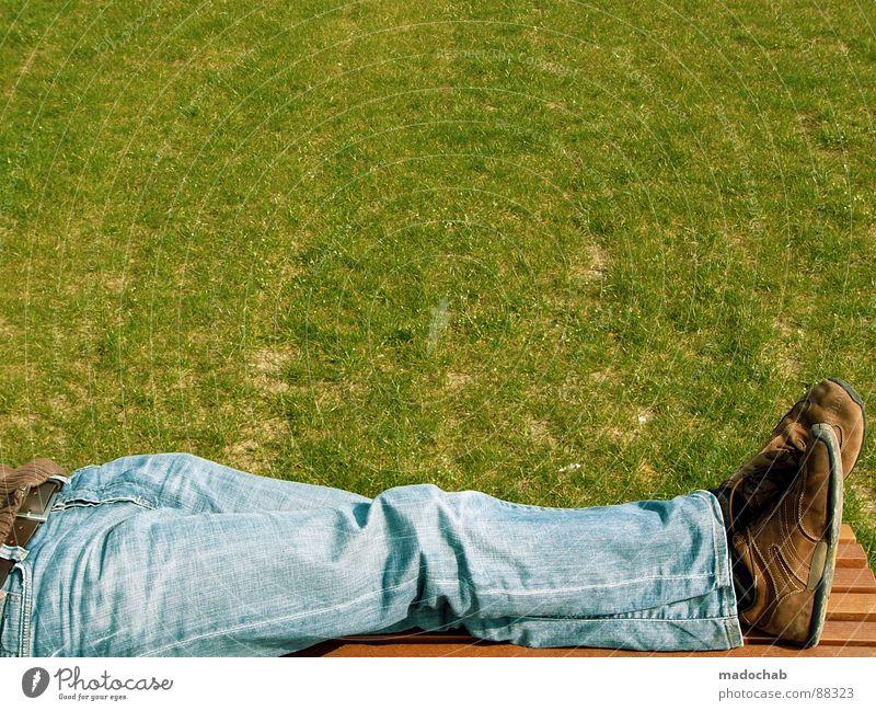 FOTOWETTER Mensch Mann Natur grün Ferien & Urlaub & Reisen Sommer Freude Erholung Wiese Leben Gras Stil Park Schuhe Freizeit & Hobby sitzen