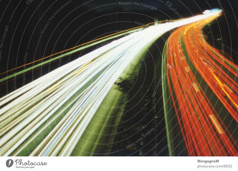 Highspeed in the darkness rot dunkel Straßenverkehr Verkehr Geschwindigkeit Autobahn Leuchtspur