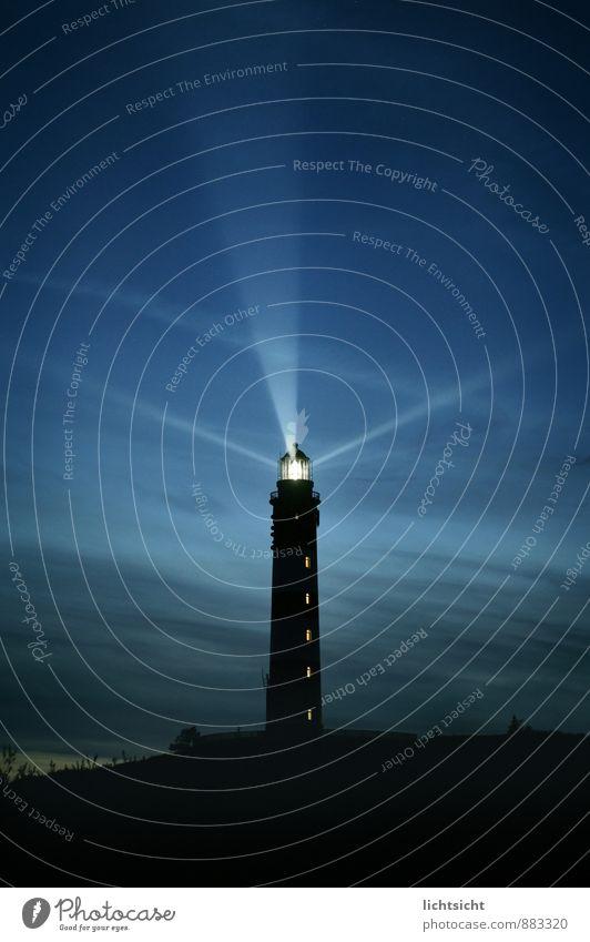 Nachtlicht Landschaft Himmel Nachthimmel Horizont Küste Nordsee Meer Insel Leuchtturm Sehenswürdigkeit Wahrzeichen Schifffahrt leuchten blau strahlenförmig