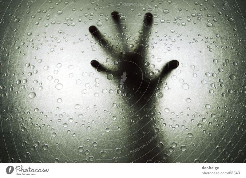 The Truth Is In There II außerirdisch Bad Wassertropfen Hand Finger Angst Panik Außerirdischer Dusche (Installation) Silhouette Schwarzweißfoto E.T. Arme