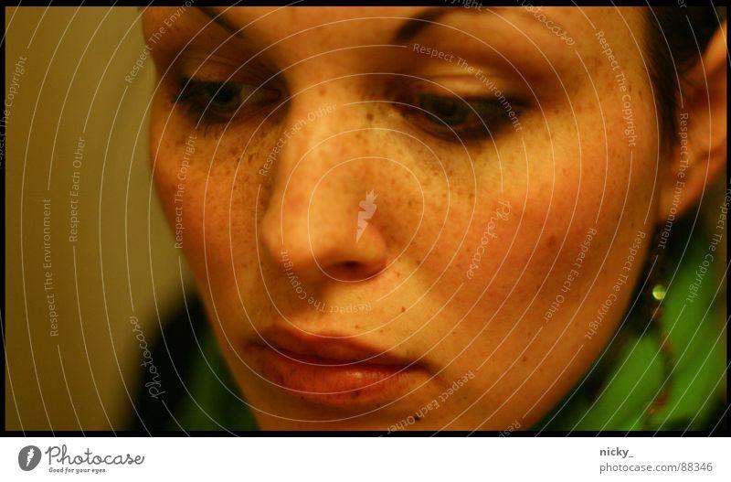 killing me softly Sommersprossen grün Lippen Rouge Wange rosa schwarz Augenbraue Wimpern Frau nicky Gesicht Nase Ohr face mouth eyes nose lips Haare & Frisuren