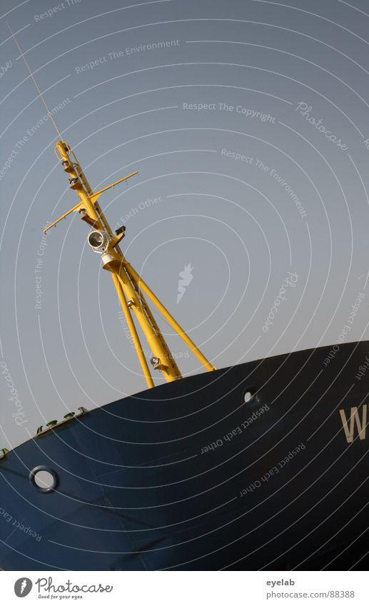 W-Schiff Himmel Meer blau gelb Lampe Wasserfahrzeug Wetter Industrie Schriftzeichen Hafen Buchstaben Schifffahrt Schönes Wetter Strommast anonym